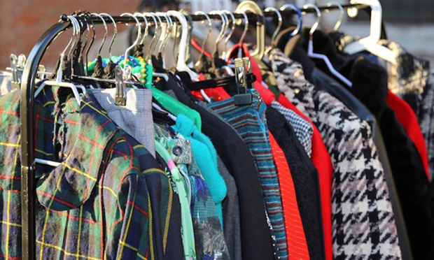 Porta a porta per accessori e indumenti usati, tutte le indicazioni da Monteco