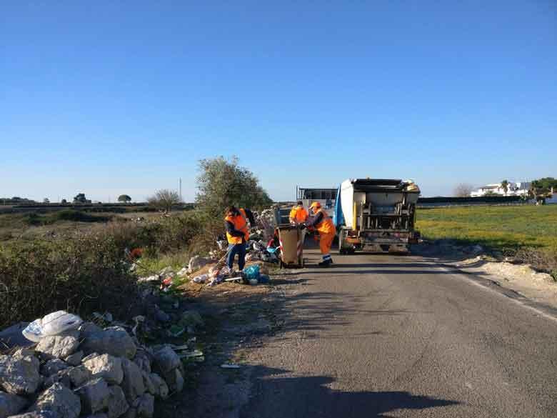 Lecce - Ripulita via Vecchia Copertino con Monteco e i volontari di Gpdm (Grandi podisti del Mediterraneo)