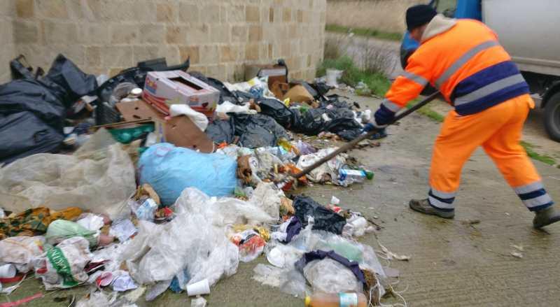 Villa Convento, interventi straordinari di pulizia con l'ausilio dei volontari